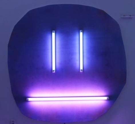 Wonwoo Lee. You Are My Burning Light (blue), 2016, Canvas on wooden stretcher, spray paint, colored fluorescent lamp, fish tanning lamp. 183 x 183 cm.Courtesy of the artist & PKM Gallery.