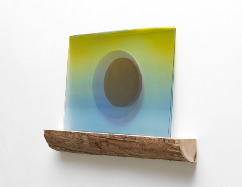 Olafur Eliasson.Quiet winter light,2019,Coloured glass (yellow fade, light blue), colour-effect filter glass (pink), gold, driftwood,76 x 116 x 12 cm.Courtesy of the artist & PKM Gallery.