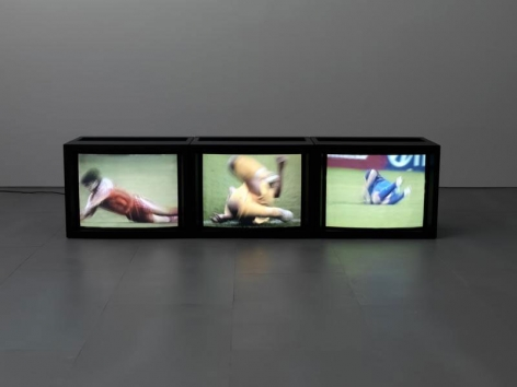 PAUL PFEIFFER Caryatid  2004, digital video loop, run time: 19:30. Courtesy of the aritst and World Class Boxing.