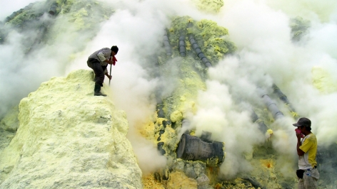 JANET BIGGS Kaweh Ijen #1 2012, lightbox, 11 x 21 x 3 inches