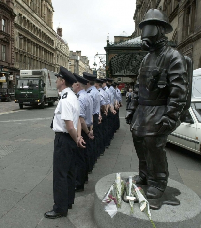 KENNY HUNTER  Citizen Firefighter  2001, bronze. Installation view: Glasgow, Scotland