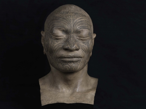 Ken Gonzales-Day Untitled (buste de Matua Tawai, natif de Cororareka, ile Ikanamawi, Nouvelle Zelande, MNHN-HA-886-1, National Museum of Natural History, Paris, 2010-2012 LightJet print on aluminum 20 x 30 in. 
