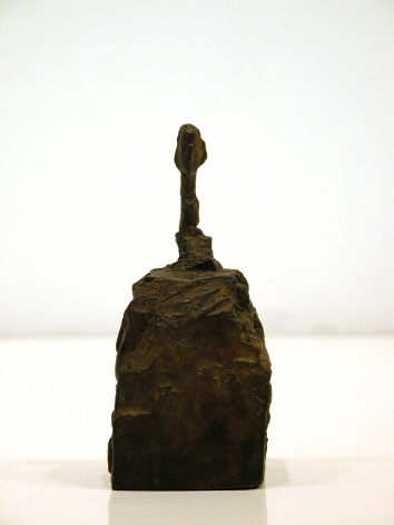 Alberto Giacometti Petite tˆte de Marie-Laure de Noailles sur socle 7/8, conceived circa 1946; cast in 1973