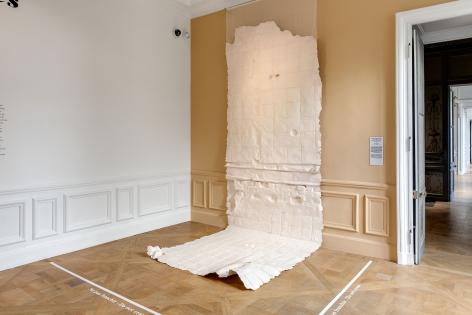 Nazgol Ansarinia,Membrane (unbleached silk), 2016, Paper, paint and glue, 550 × 166 cm