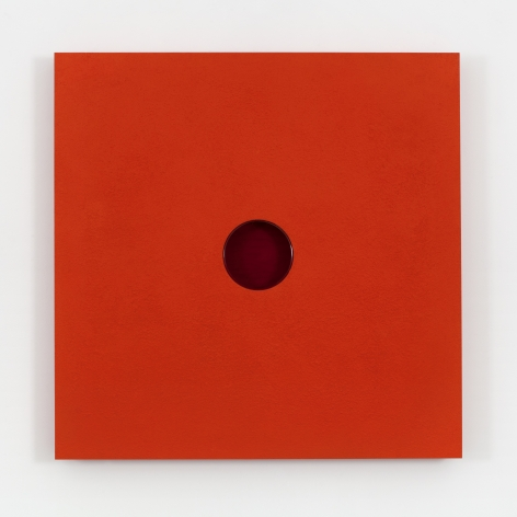 An overview shot of Donald Judd's untitled red sand painting from 1989 with a glass found object in the center, measuring 46 1/2 x 46 1/2 x 4 in. (118.1 x 118.1 x 10.2 cm).