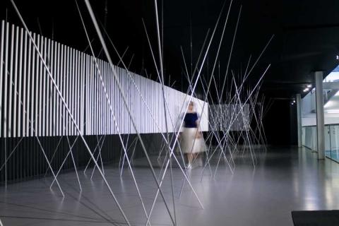 Ecos de un pasado geométrico: Magdalena Fernández revisita a los abstraccionistas geométricos en el Museo de Art Carrillo Gil
