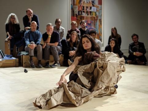 Antoni Paperdance performance