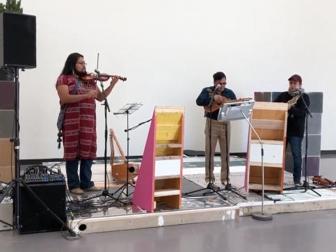 Abraham Cruzvillegas participates in Kunsthaus Zürich in Zürich with her exhibition Autoreconstrucción: social tissue