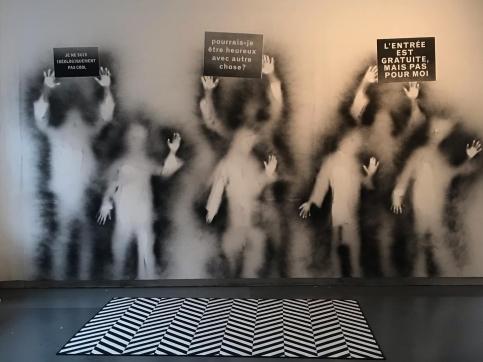 carlos amorales participa en el Lille 3000 Eldorado  Mexico con su exposicion  protesta fantasma