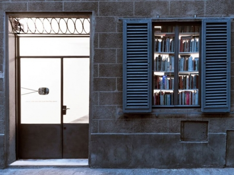 Roman Ondak participa en Base/ Progetti Per l'arte en Florencia con su exposición Objects In The Mirror