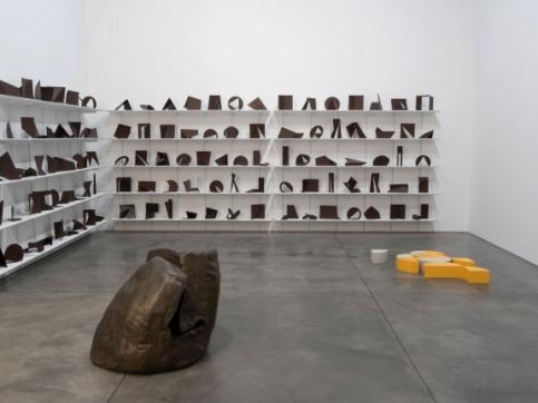 Casa Vazia installation view sculptures