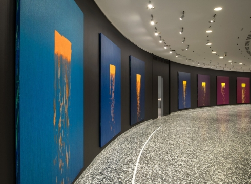 At the Hirshhorn, Pat Steir's 'waterfall' paintings move you — literally