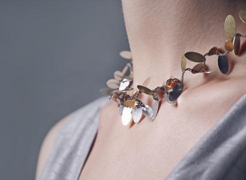 """Mol""- flexible neckpieces by Claudia Geiger"