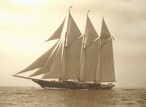 """The """"MIGRANT"""" by Edwin Levick and the Yacht's NYYC Decanters"""