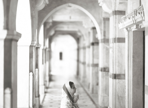 Kenro Izu: India - Where Prayer Echoes