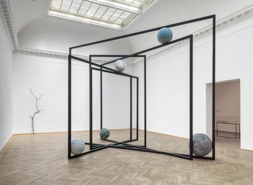 Alicja Kwade | Moving in Glances