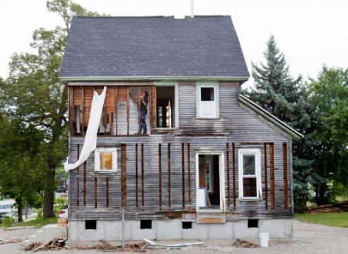 Julie Schenkelberg progress of house installation