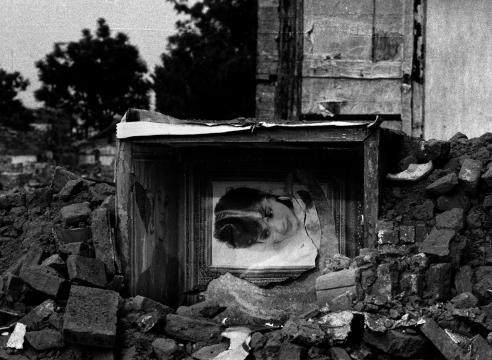 荣荣的废墟、碎片和婚纱系列