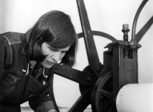 IMOGEN CUNNINGHAM (1883-1976), Beth Van Hoesen