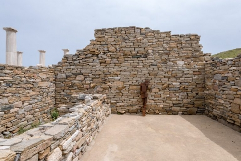 antony gormley repopulates ancient greek island of delos with sculptural iron bodies