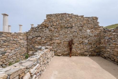 antony gormley repopulates ancient greek island of delos with sculptural iron bodies