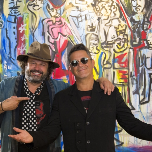 Alejandro Sanz, from musician to painter of the tensions of 'La Familia Real'