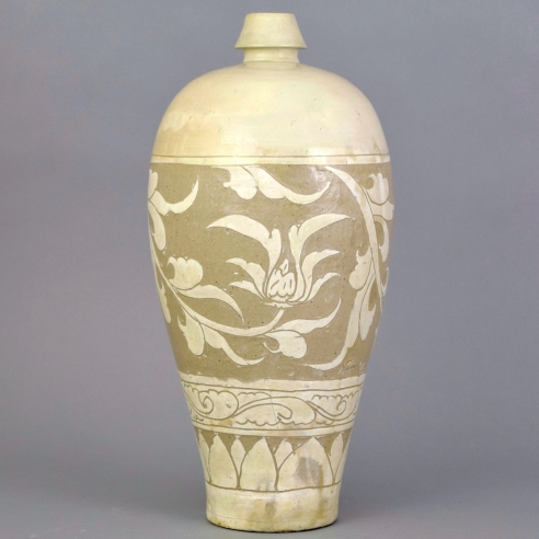 A Large Floral-Carved Cizhou Vase, Meiping