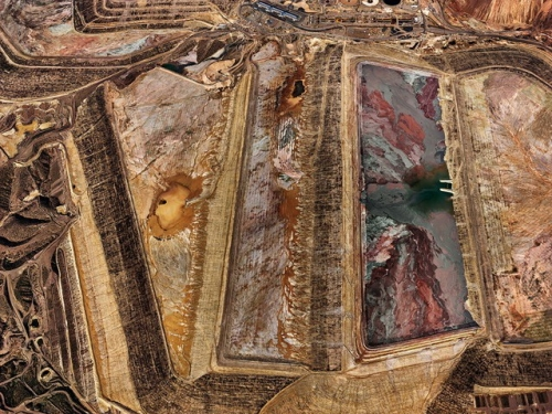 Edward Burtynsky receives 2016 Governor General's Award in Visual and Media Arts
