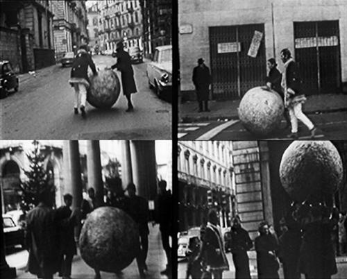 Pistoletto newspaper ball performance
