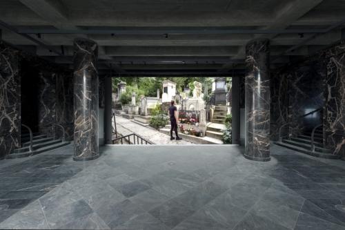 Guido van der Werve's installation at Fluentum.