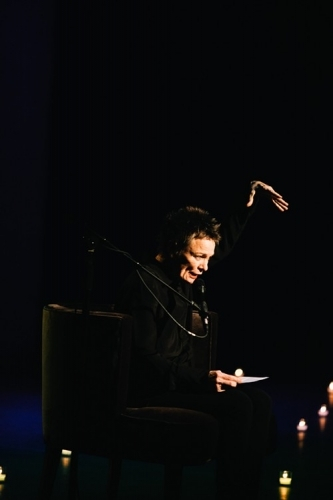 Review: Laurie Anderson Works Mesmerizing Magic at OZ Nashville