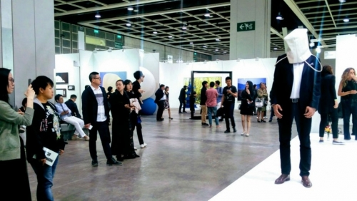 Art Basel Hong Kong Opens With Record Sale, Jeff Koons