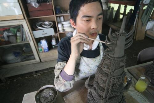 Portrait of Shinichi Sawada working at the ceramics facility at Nakayoshi Fukushikai, Shiga Prefecture, Japan