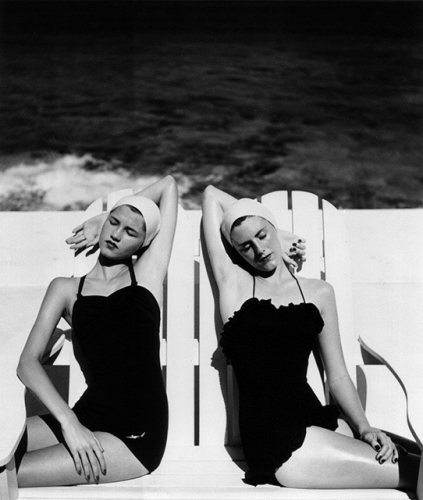 Louise Dahl-Wolfe, Twins at the Beach, Harper's Bazaar, 1949