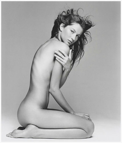 FROM DESIGNERS IN DRESSES TO MODELS OFF DUTY, 11 ICONIC FASHION PHOTOGRAPHS FROM THE PAST THREE DECADES ON ARTSY.NET