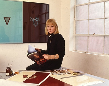 Portrait of Sarah Charlesworth in her New York studio in 1990. Photo: Anthony Barboza.