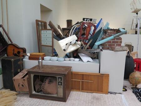 Abraham Cruzvillegas participa en Museo Tamayo en Ciudad de Mexico con su exposición Autodeconstruction 8