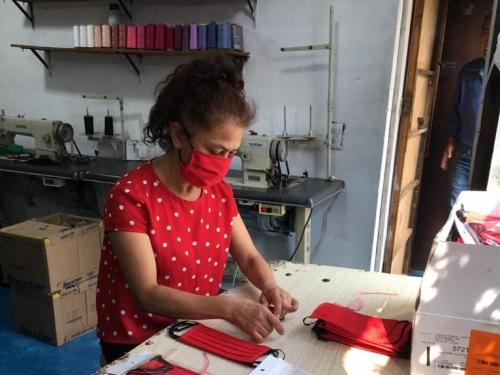press: carlos amorales - tapabocas: del estudio del artista hasta el vendedor callejero