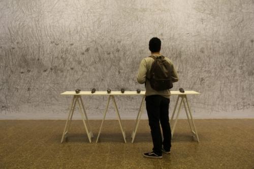 Carlos Amorales participa en el Museo de la Tertulia en Cali con su exposición Herramientas de Trabajo