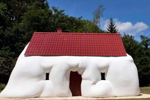 Erwin Wurm: Am I Still a House?