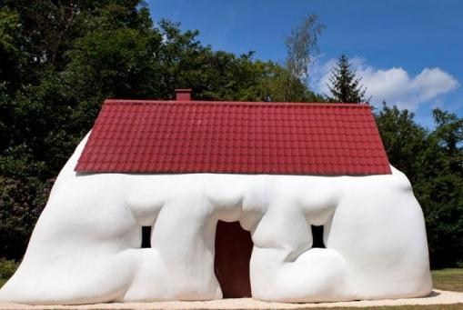 Erwin Wurm: Am I Still a House?