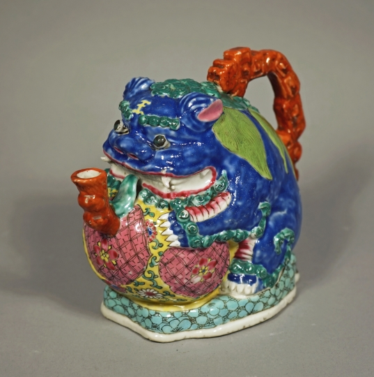 Fine and Rare Chinese Fu Lion Cadogan Teapot