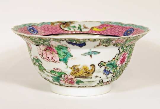 Chinese Famille Rose Semi-Eggshell Porcelain Bowl