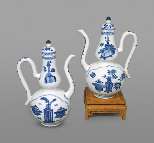 Pair of Chinese Blue and White Porcelain Teapots and Covers