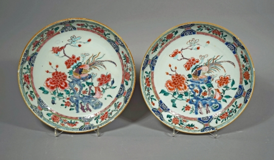Fine Pair of Famille Rose Porcelain Plates