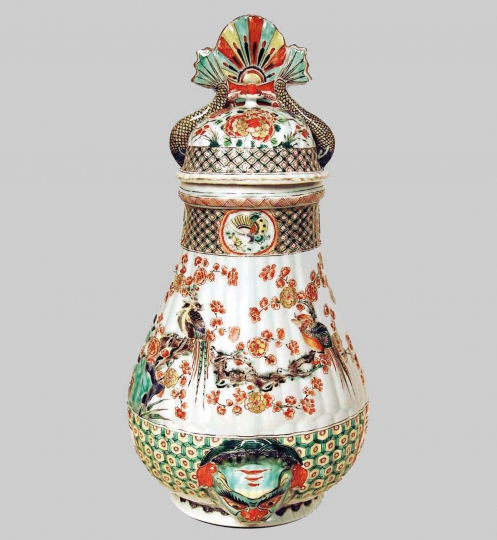 Chinese Famille Verte Porcelain Wall Cistern and Cover