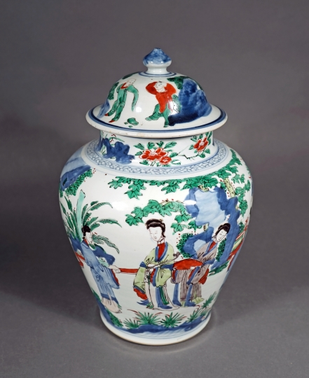 Chinese Wucai Glazed Porcelain Vase and Cover