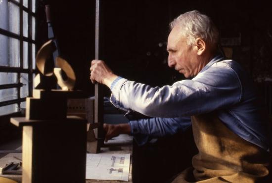Di Teana in his studio. Photo by Claude Gaspari