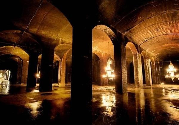 Kunstner tænder lysene dybt under Søndermarken