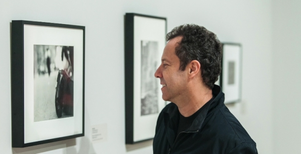 WATCH: Vik Muniz on Saul Leiter and Robert Frank
